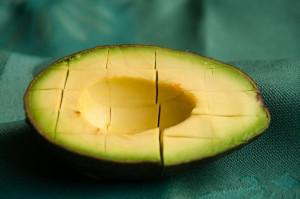 avocado snijden blokjes