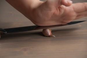 Knoflook makkelijk pellen, stap 1