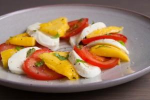 Mango caprese salade