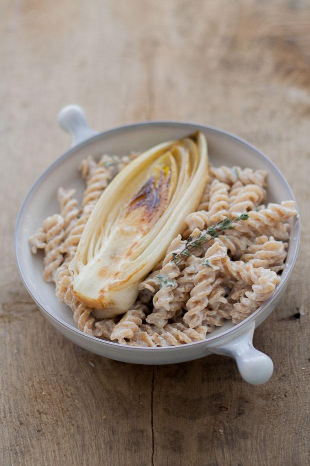 pasta met geitenkaas en gestoofde witlof