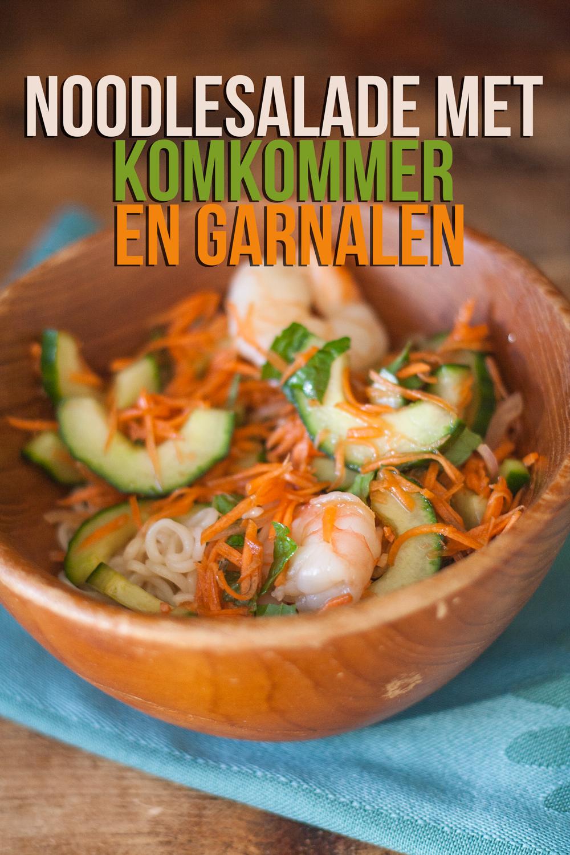noodlesalade met komkommer en garnalen