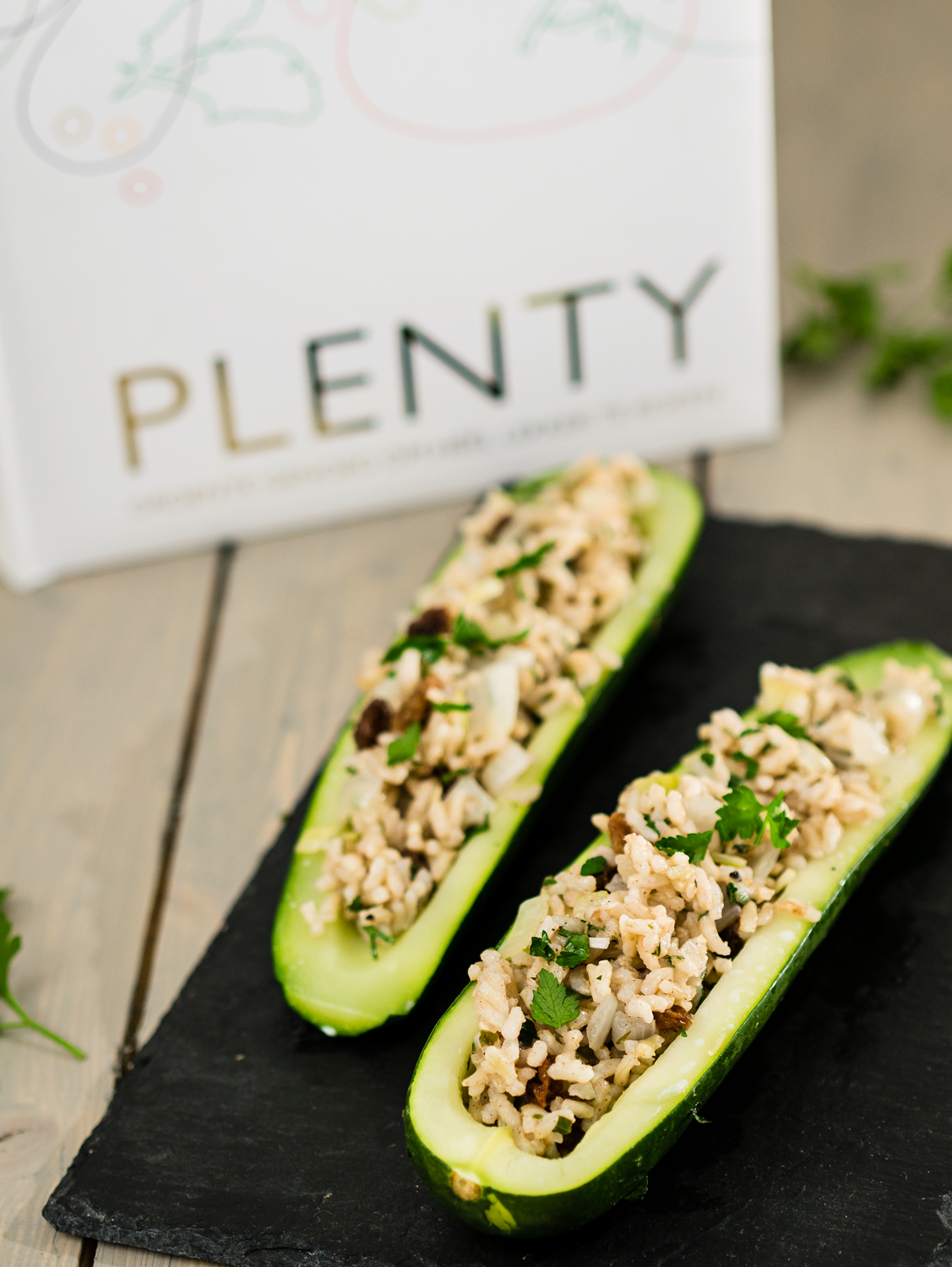 Iets Nieuws Review: plenty en vegetarisch gevulde courgette - The answer is food &RA58
