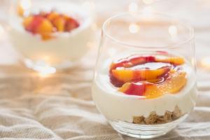 Peche melba trifle