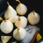 prosecco stoofpeertjes met tijmcrumble